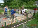 Prace remontowe - montaż bramy i płotka